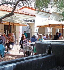 Central Courtyard Café (Taylor Peterson)