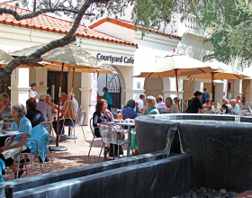 Heard Museum Courtyard Café. Photo by Taylor Peterson