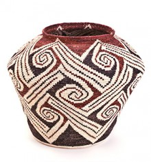 Annie Antone (Tohono O'odham), polychrome olla, 2001. Heard Museum Purchase from the artist at the 2001 Heard Museum Guild Indian Fair and Market, 4106-1.